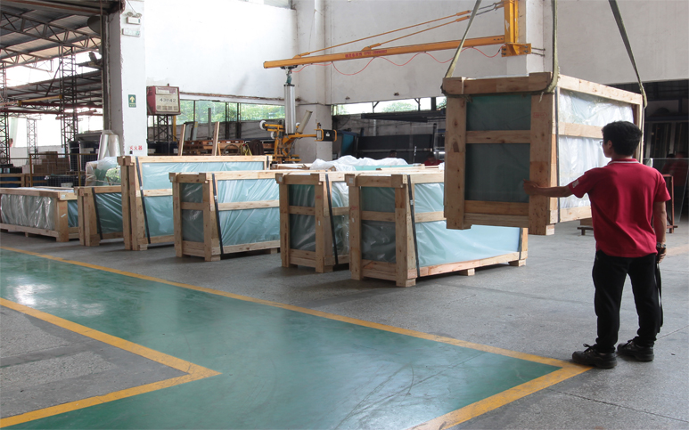 15mm Polywood Crate with steel strip banding for ocean and land carriage