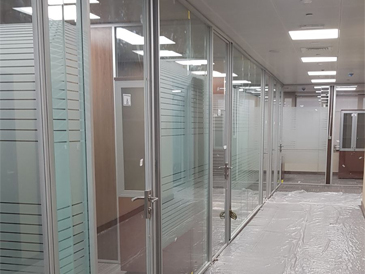Doha-Qatar QIIB Headquarters commercial Tower office glass partition by Clear laminated glass with frosted film